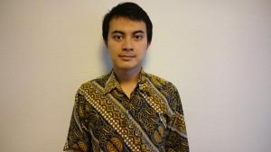 インドネシア語講師のシャフリル・バンダラ