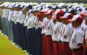 制服です。手前は小学生、真ん中は中学生そして、奥に見えるのは高校生